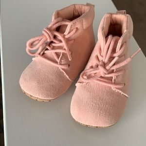 Cute lace up pink suede baby shoes 3-6m